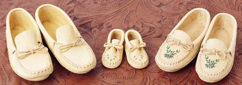 Huron Crafted Moccasins From Quebec - Ladies
